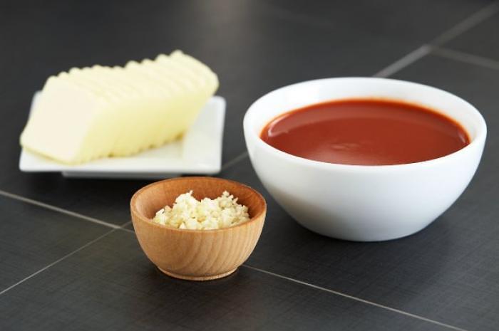 5-make-sauce-flickr-Food Thinkers-slide